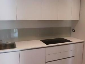 Schienali cucine retroverniciati vetreria cristalvetro - Schienale cucina in vetro temperato ...