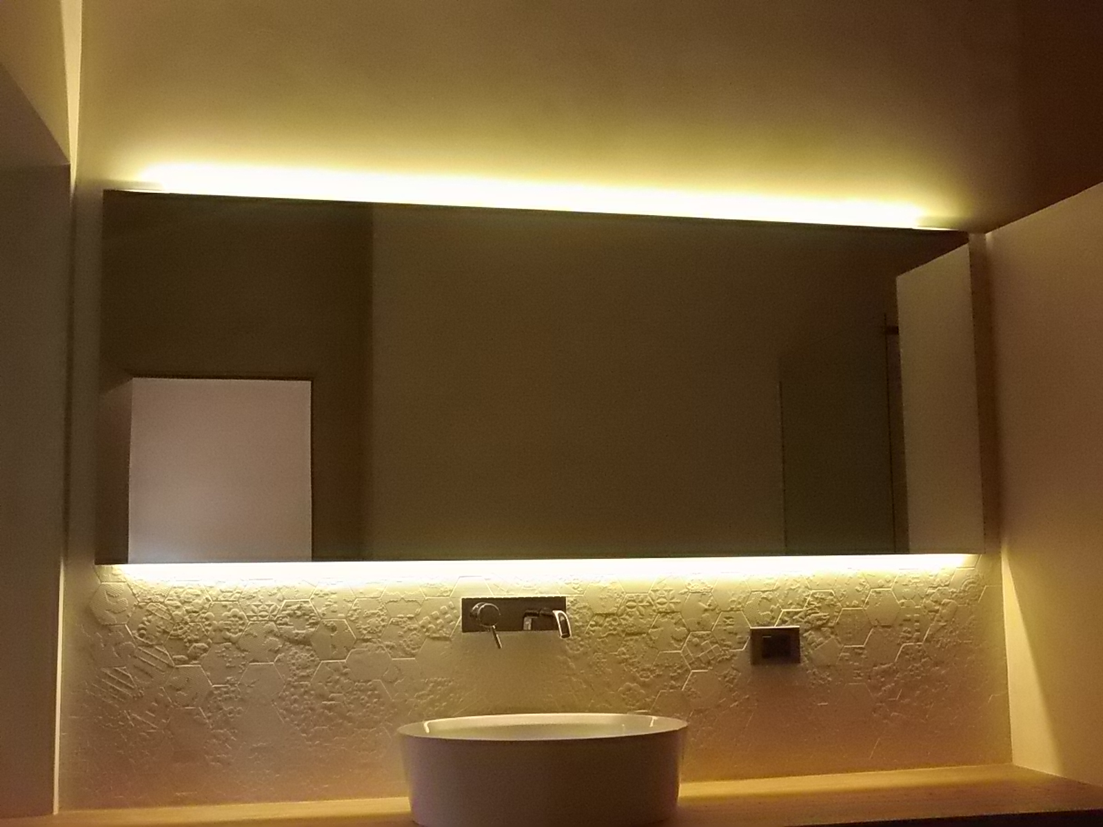 Specchi vetreria cristalvetro cremona for Specchio bagno led integrato
