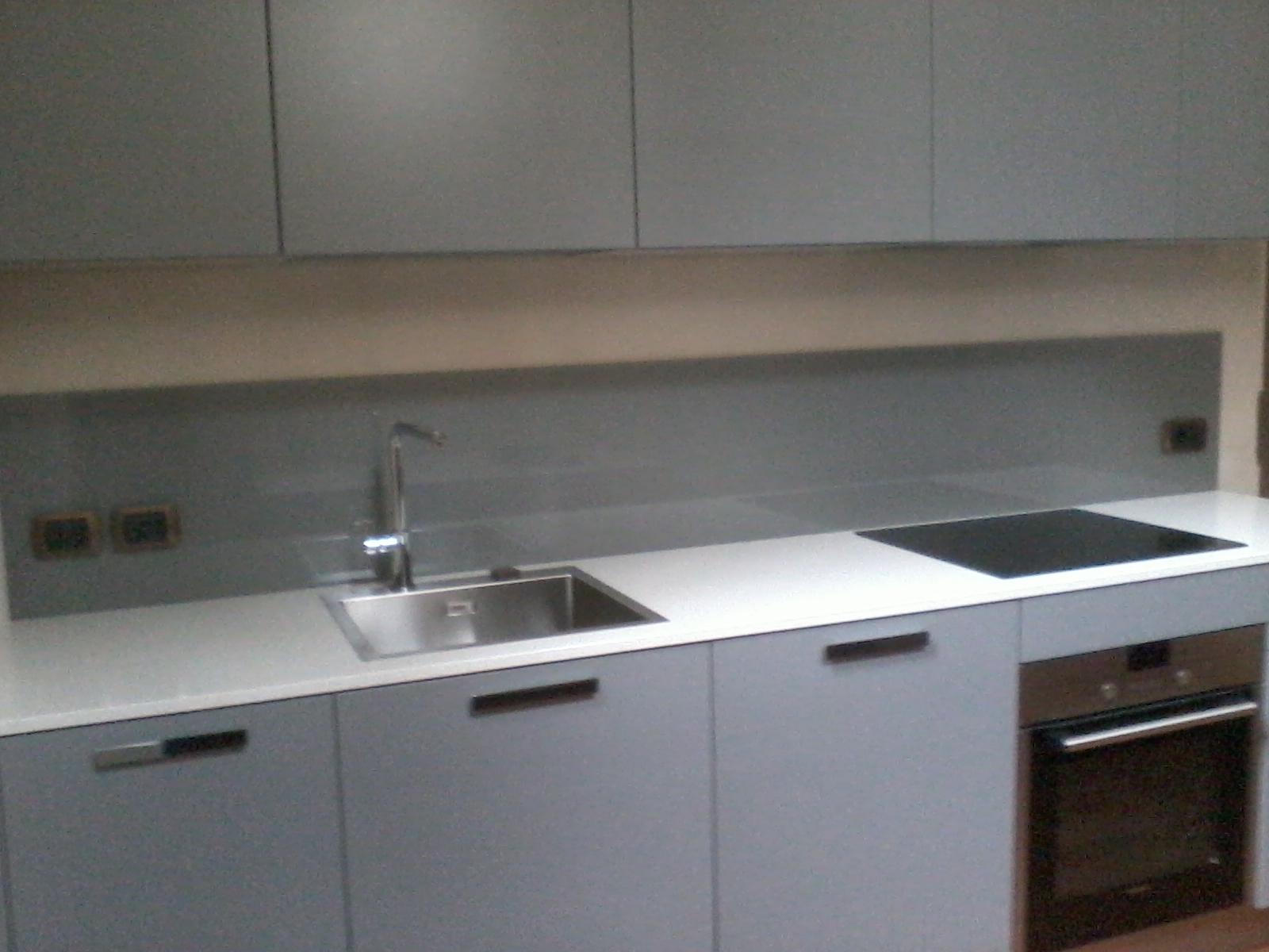 Schienale cucina in vetro fabulous cucina laccato opaco - Schienale cucina in vetro temperato ...