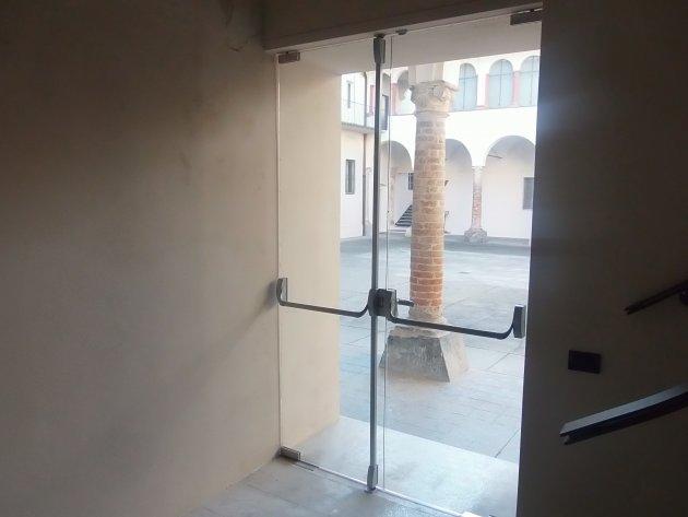 Porta Temperata A Battente Con Antipanico Porte Temperate Galleria Di Cristalvetro