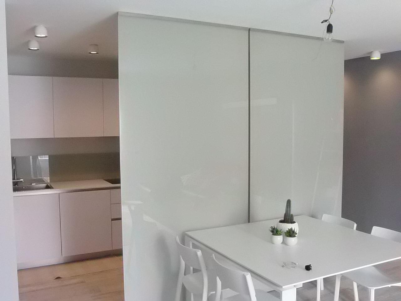 Pareti Divisorie In Vetro Colorato parete divisoria verniciata | pareti divisorie in vetro